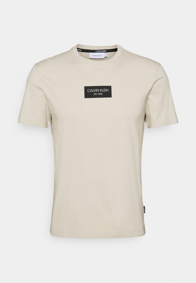 Calvin Klein - CHEST BOX LOGO - Print T-shirt - beige