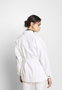 Who What Wear - THE BELTED JACKET - Short coat - white - 2