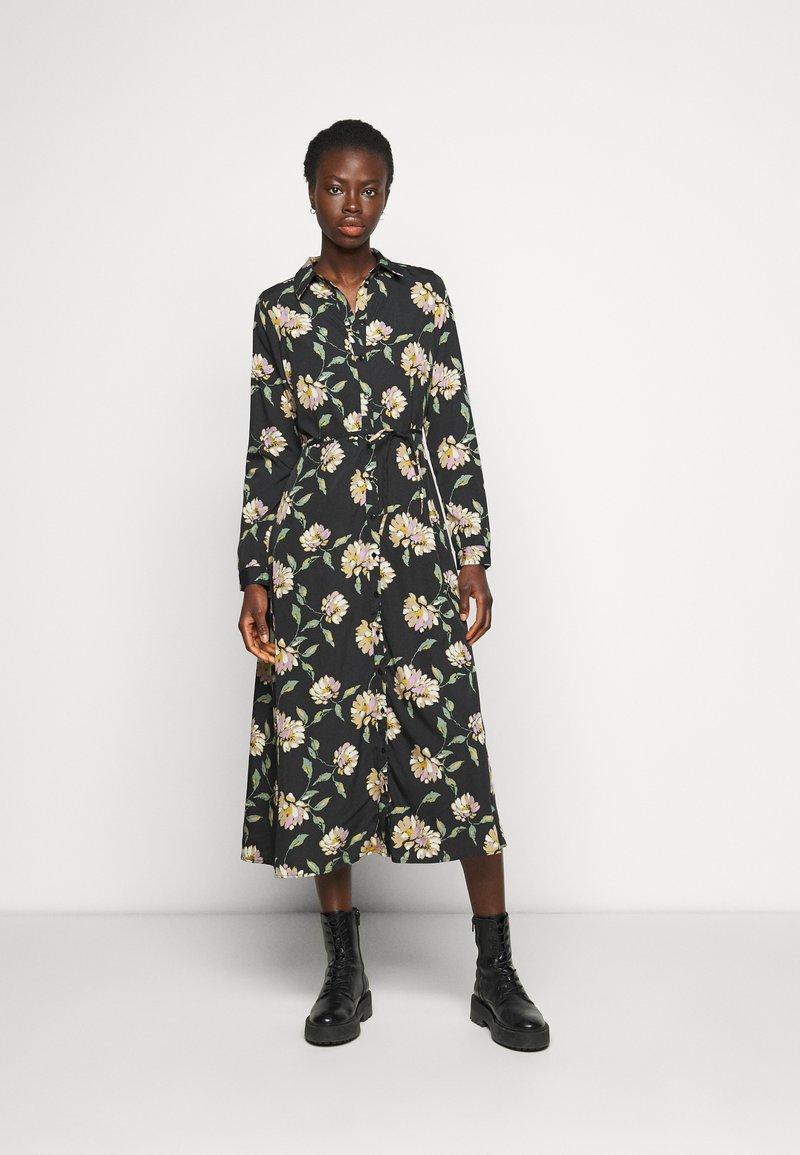 PIECES Tall - PCGYLLIAN MIDI DRESS TALL - Day dress - black/big flower