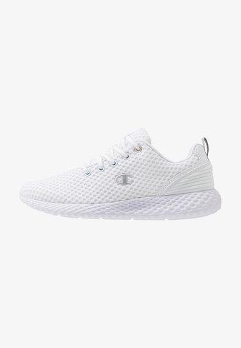 LOW CUT SHOE SPRINT - Zapatillas de running neutras - white