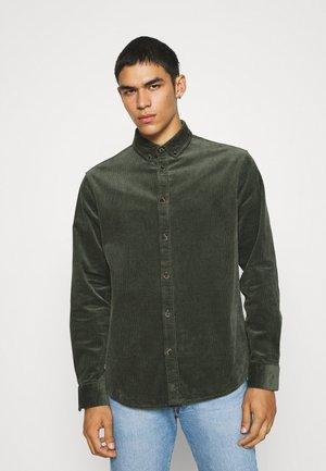 AKKONRAD SHIRT - Overhemd - deep forrest