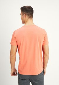 GANT - THE ORIGINAL - T-shirt - bas - coral orange - 2
