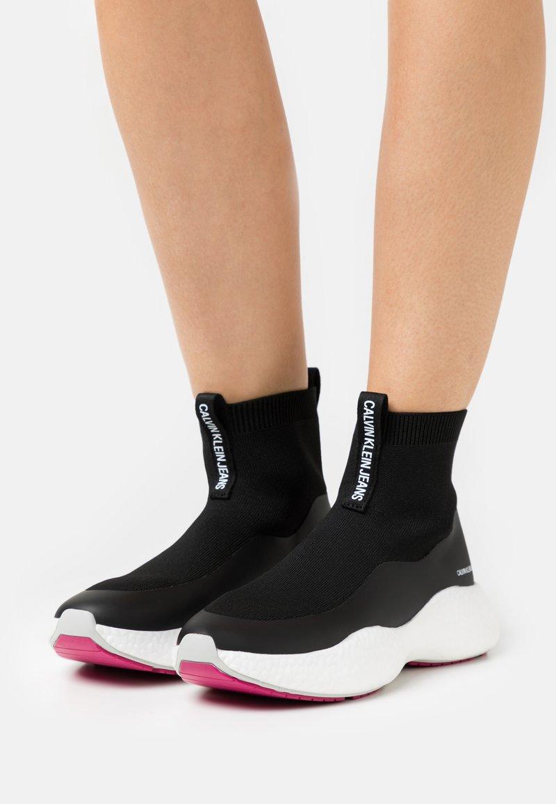 Calvin Klein Jeans - RUNNER  - Vysoké tenisky - black