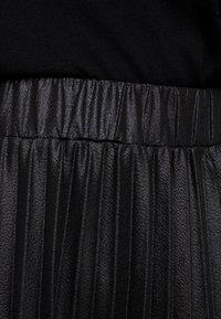 Lost Ink Plus - PLEATED SKIRT IN COATED - A-Linien-Rock - black - 5