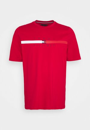 GLOBAL STRIPE CHEST TEE - T-shirt con stampa - primary red