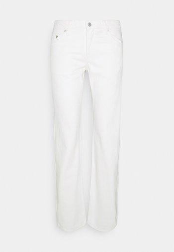 ARROW LOW - Straight leg jeans - white