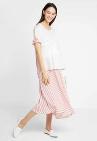 Gebe - SKIRT BREEZE - Maksihame - white/red - 1
