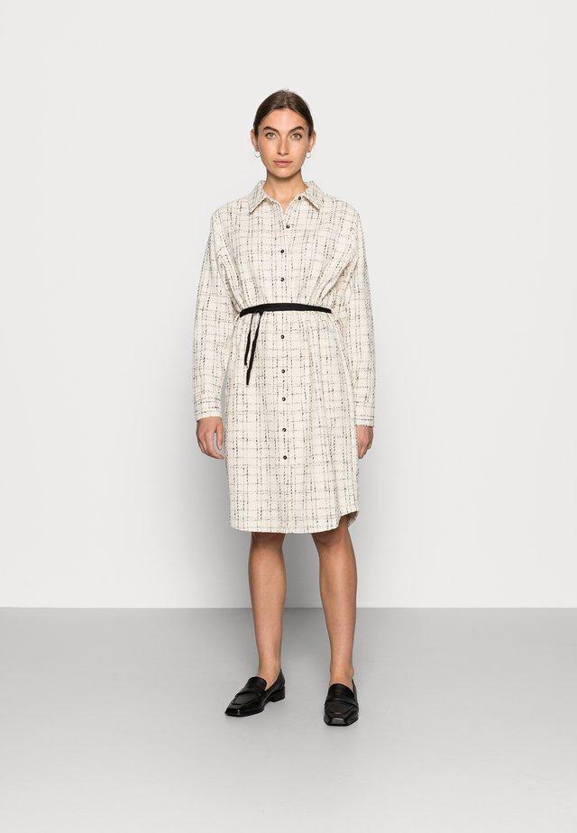 CAPERCI DRESS - Blousejurk - off-white/black