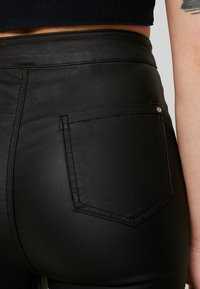 Missguided Petite - VICE COATED  - Bukse - black - 6