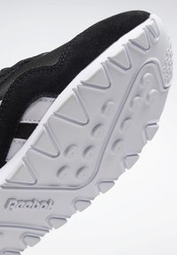 Reebok Classic - CLASSIC NYLON SHOES - Trainers - black - 6
