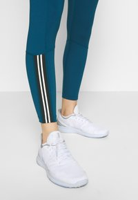 Nike Performance - TIGHT 7/8  - Leggings - valerian blue/black/white - 4