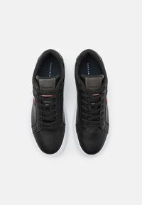 Tommy Hilfiger - ESSENTIAL CUPSOLE - Sneakers basse - black - 3