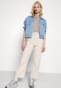 Levi's® - RIBCAGE STRAIGHT ANKLE - Jean droit - sand shell wide wale - 3