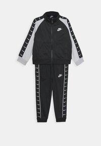 Nike Sportswear - TRICOT TAPING SET - Tepláková souprava - black - 0