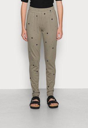IHSTELLA - Trousers - vetiver