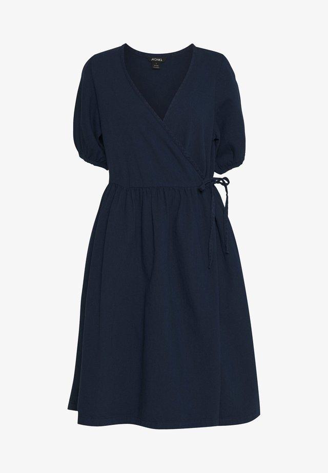 RAMONA DRESS - Denní šaty - blue medium dusty