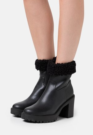 GENUINE FEELS BOOT - High heeled ankle boots - black