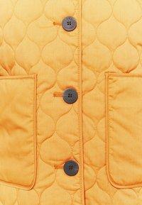 Carin Wester - INDOOR QUILTED - Lett jakke - orange - 6