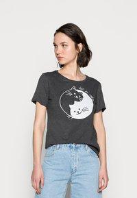 Mavi - CATS PRINTED TEE - Print T-shirt - phantom - 0