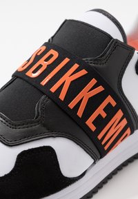Bikkembergs - HALED - Półbuty wsuwane - black/white/orange - 5