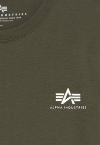 Alpha Industries - BASIC SMALL LOGO - Basic T-shirt - dark olive - 3