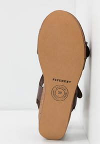Pavement - CAMILLA - Sandály na platformě - brown - 4