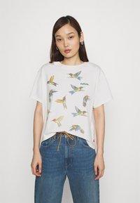Levi's® - GRAPHIC VARSITY TEE - T-shirt imprimé - white - 0