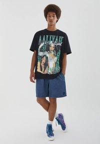 PULL&BEAR - MIT VINTAGEMOTIV - T-shirt con stampa - black - 1