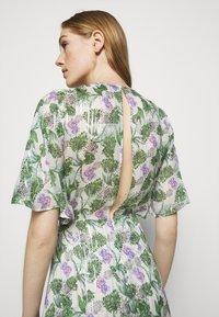 maje - ROCHELLE - Maxi šaty - végétal écru vert - 6
