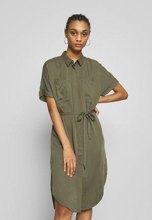 JDYRICKS PLACKET DRESS  - Košilové šaty - kalamata
