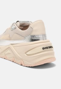 Diesel - S-HERBY LC - Trainers - silver - 5