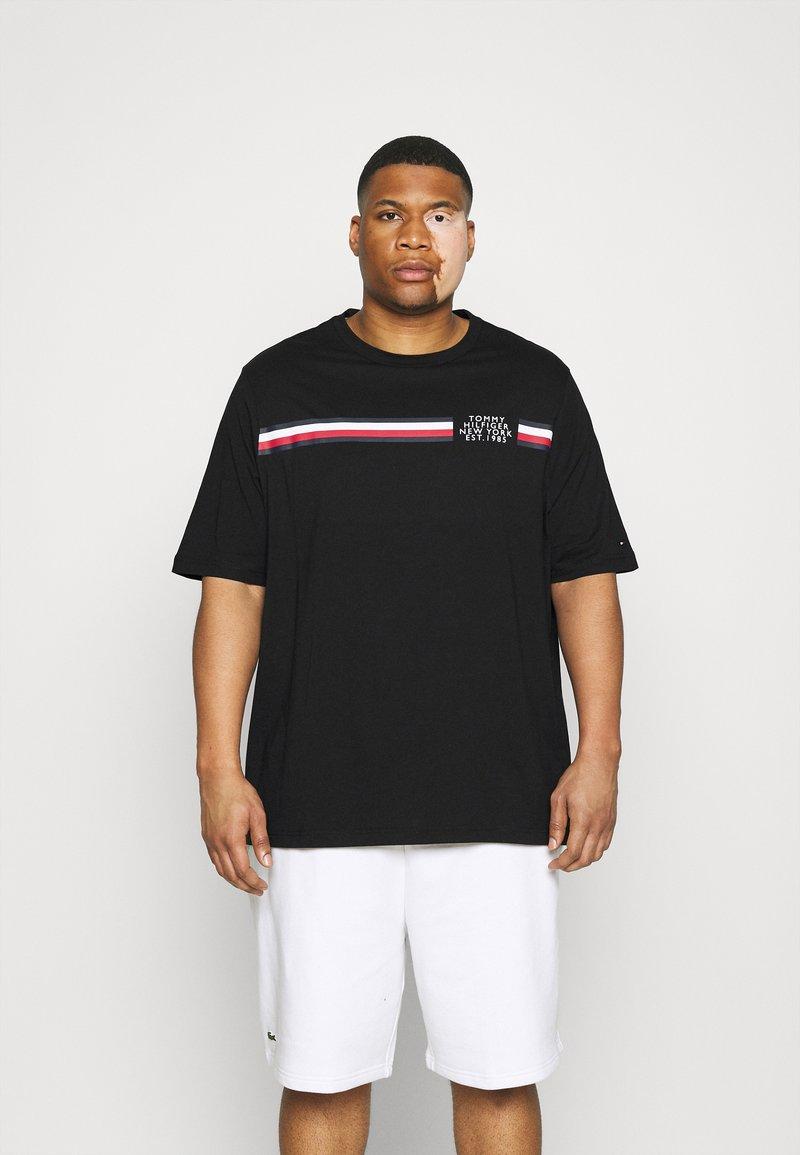 Tommy Hilfiger - SPLIT TEE - Print T-shirt - black