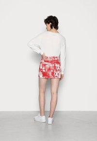 Jaded London - SCREEN MINI SKIRT - Mini skirt - red/ white - 2