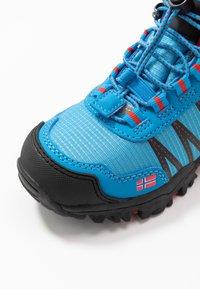 TrollKids - KIDS TROLLTUNGA MID UNISEX - Hiking shoes - medium blue/red - 2