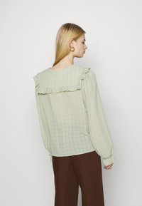 Monki - NAIMA BLOUSE - Button-down blouse - green dusty light - 2