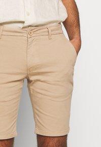 Bruuns Bazaar - DENNIS POUL - Shorts - beige - 4