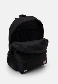 New Era - NFL STADIUM PACK - Rucksack - black - 2