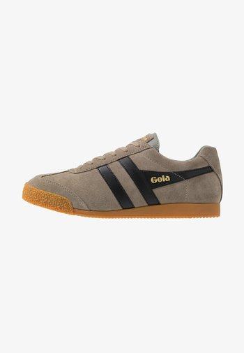 HARRIER - Sneakers - rhino/black