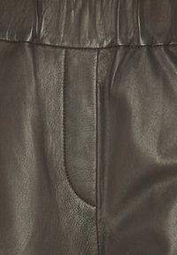 Marc O'Polo - PANTS CULOTTE MEDIUM RISE WIDE LEG CROPPED  - Trousers - black brown - 2
