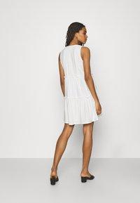 ONLY - ONLLINA V NECK DRESS - Vestido ligero - cloud dancer - 2