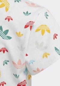 adidas Originals - T-SHIRT - Camiseta estampada - white - 6