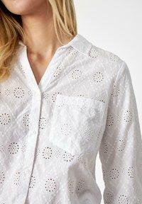 Soyaconcept - SC LANI - Button-down blouse - offwhite - 2
