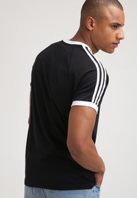 adidas Originals - CALIFORNIA - T-shirt imprimé - black - 2