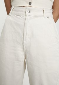 PULL&BEAR - Jeans a sigaretta - white - 4