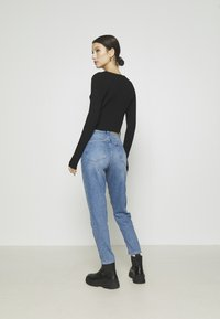 NA-KD - MOM - Jeans Tapered Fit - light blue - 2