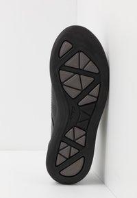 Clarks - GARRATT STREET - Zapatos con cordones - black - 4