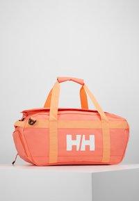 Helly Hansen - SCOUT DUFFEL S - Sportstasker - living coral - 3