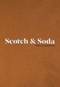 Scotch & Soda - TEE UNISEX - Basic T-shirt - tabacco - 2
