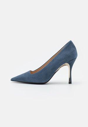 CODE DECOLLETE' T - Classic heels - blu denim