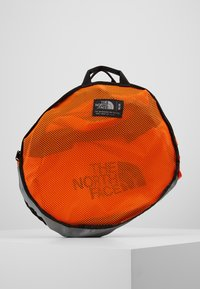 The North Face - BASE CAMP DUFFEL M UNISEX - Sports bag - persian orange/black - 7